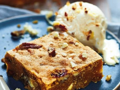Warm pumpkin blondies